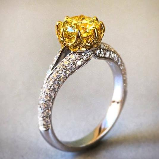 Strong Yellow Diamond's Ring.